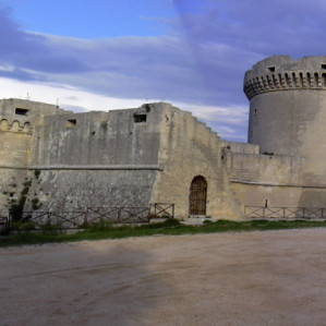 Visit of Tramontano Castle in Matera and paper mache laboratory with medieval experience game
