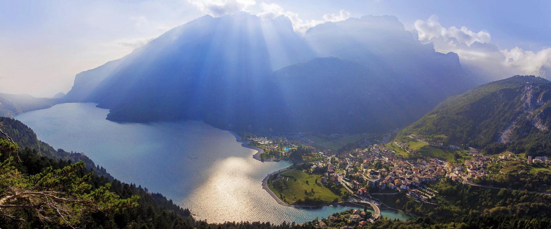 Tour around Lake Molveno