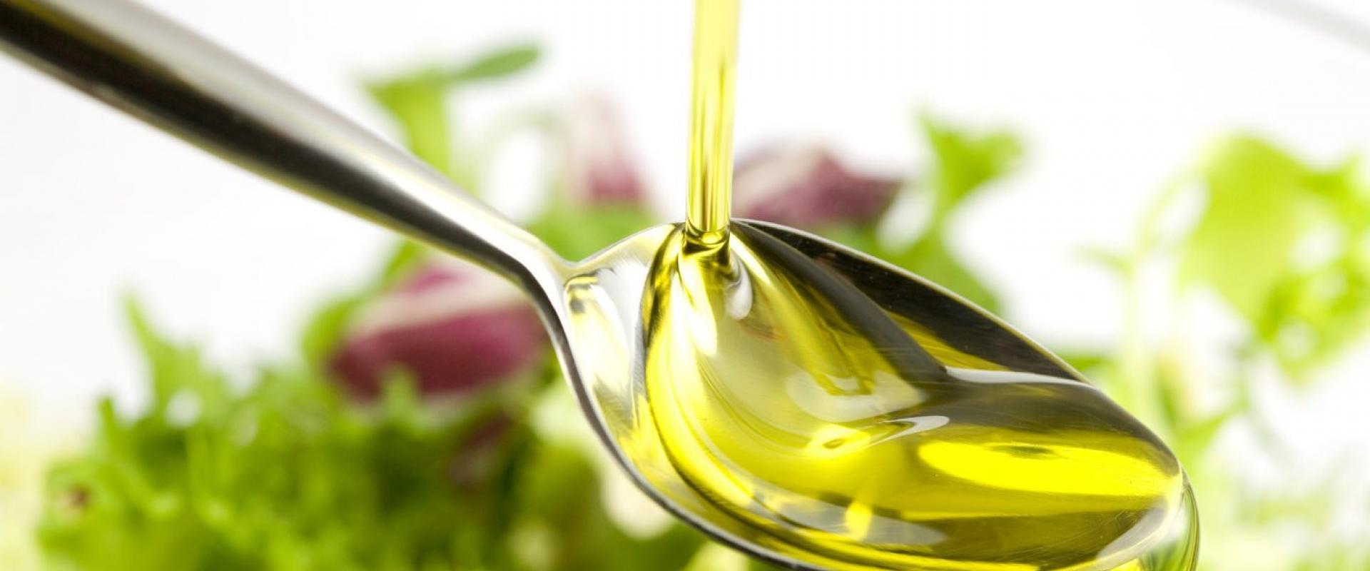tasting oil in tuscany