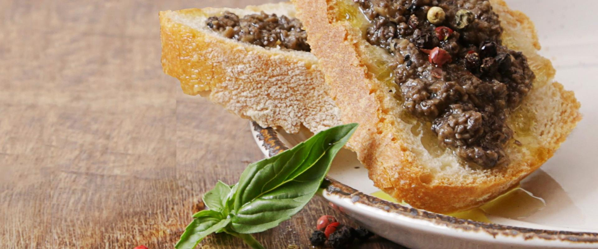 Food experience at local restaurant in Magliano di Tenna