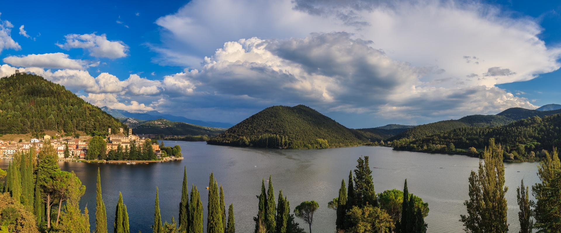 Hiking experience in Piediluco Lake