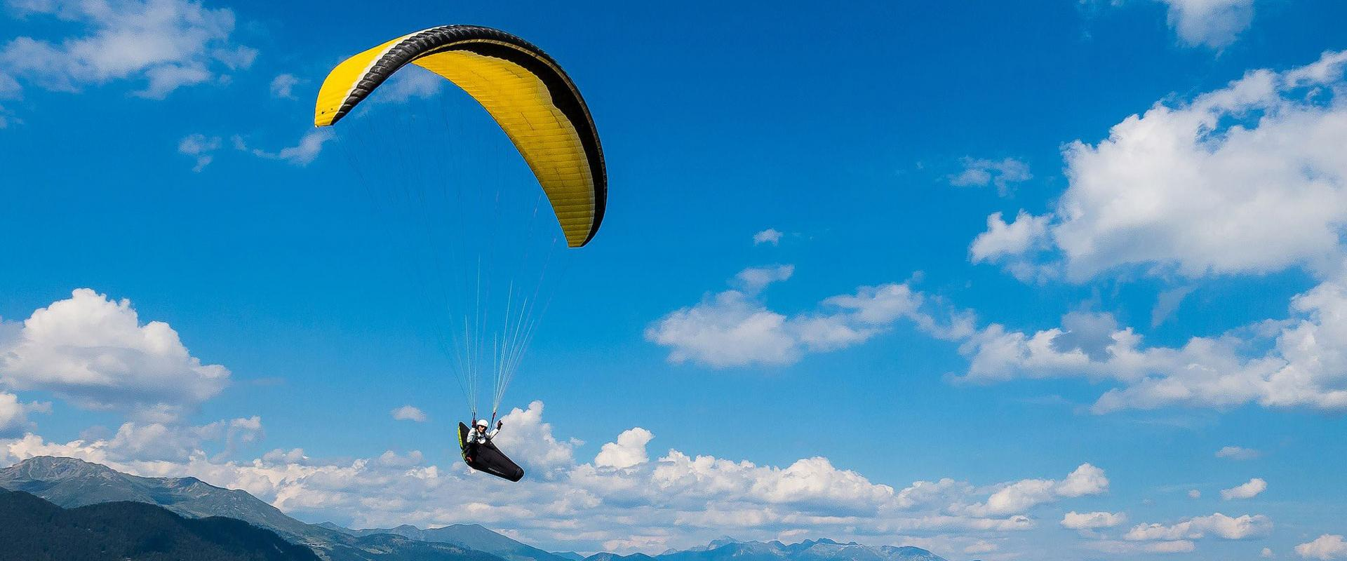 paragliding tandem experience on Sibillini Mountains