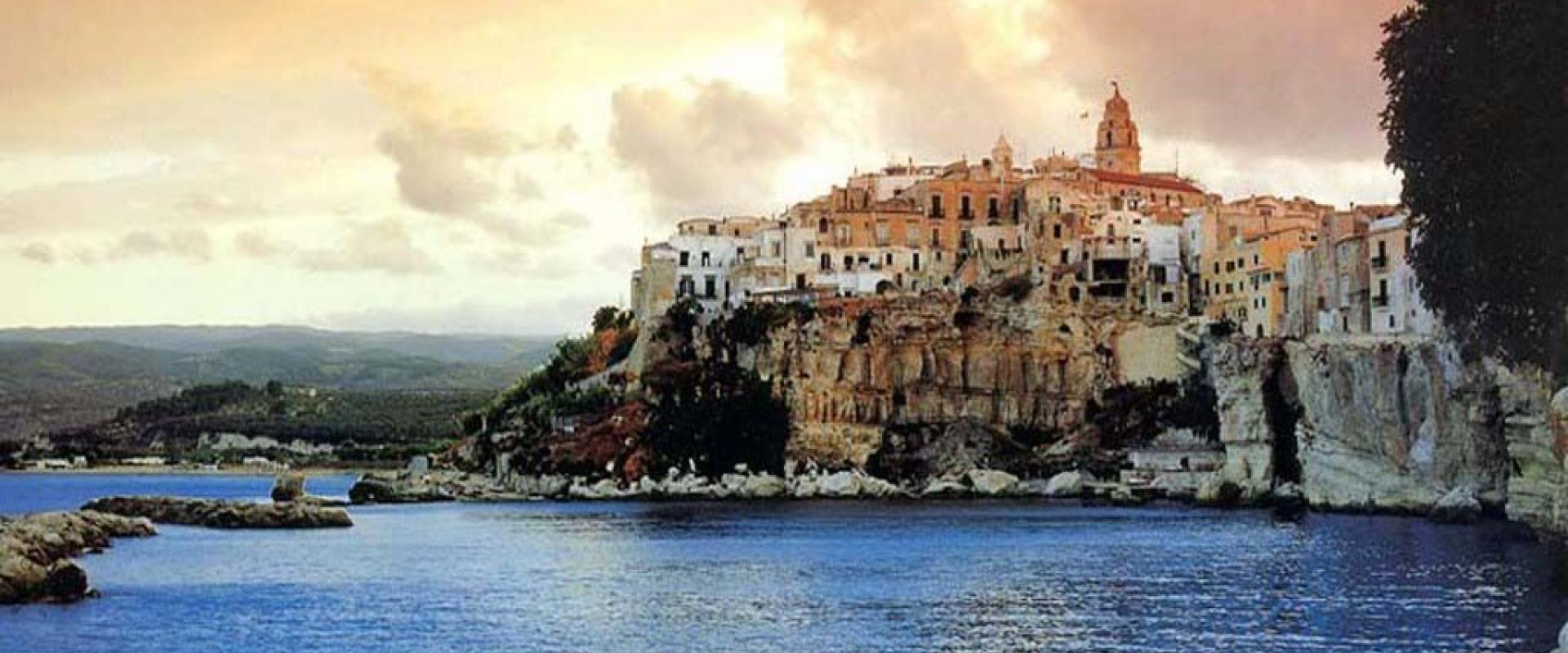 Tour in Apulia The wonderful scenery of the Daunia Mountains and the Gargano Mountains