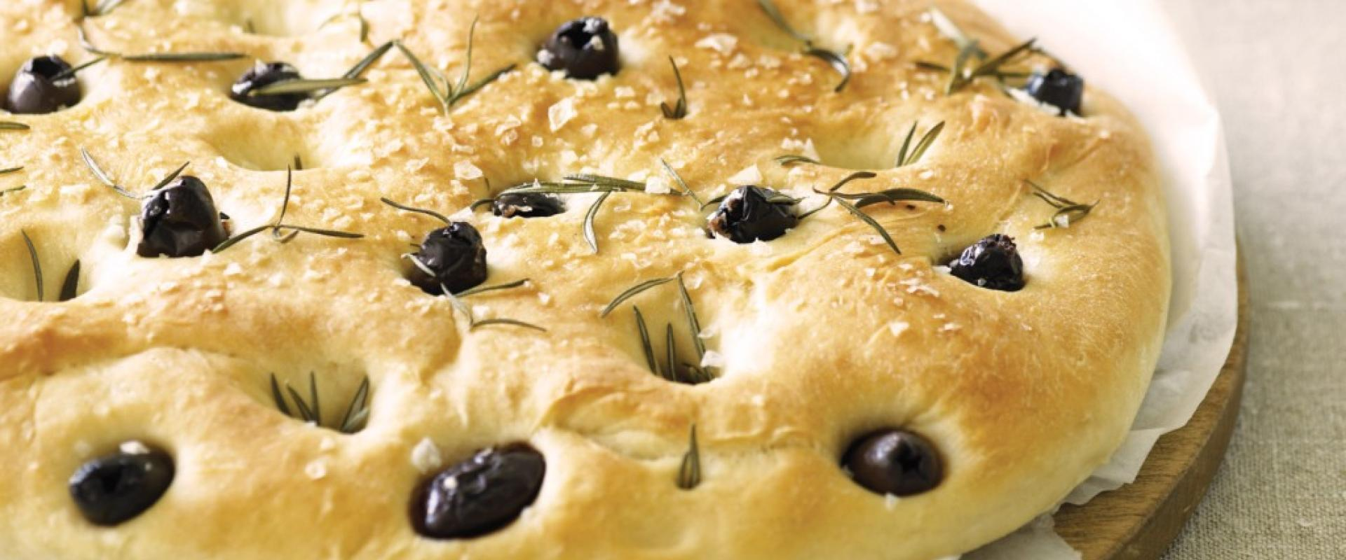 """tasting of wine and typical """"focaccia"""" in Liguria"""