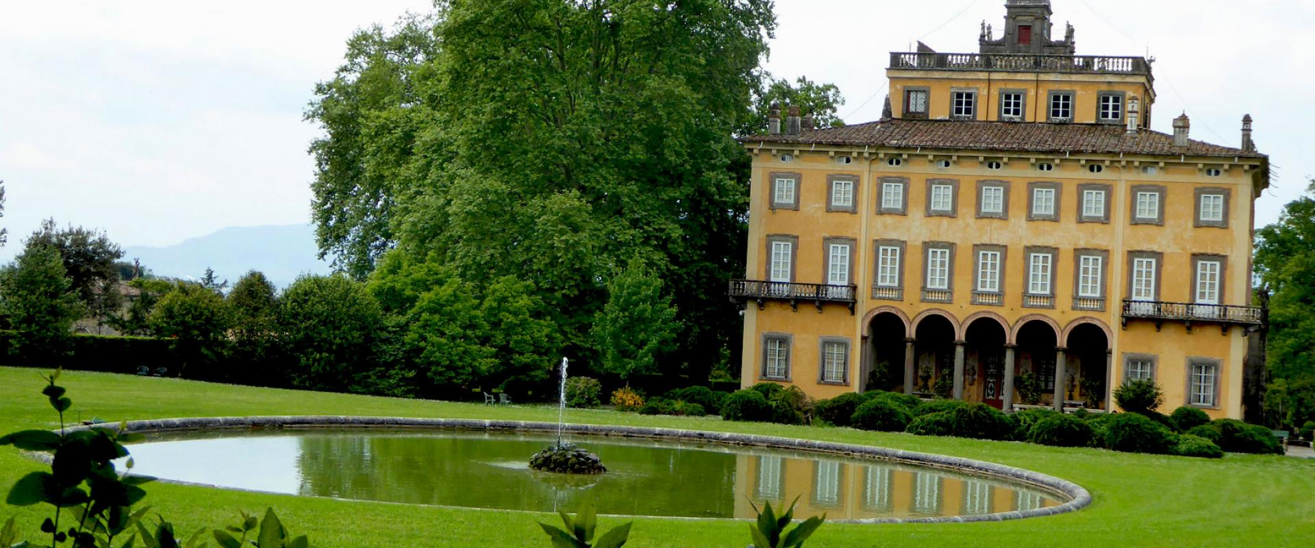 Guided walking tour of Lucca countryside and Villa Torrigiani