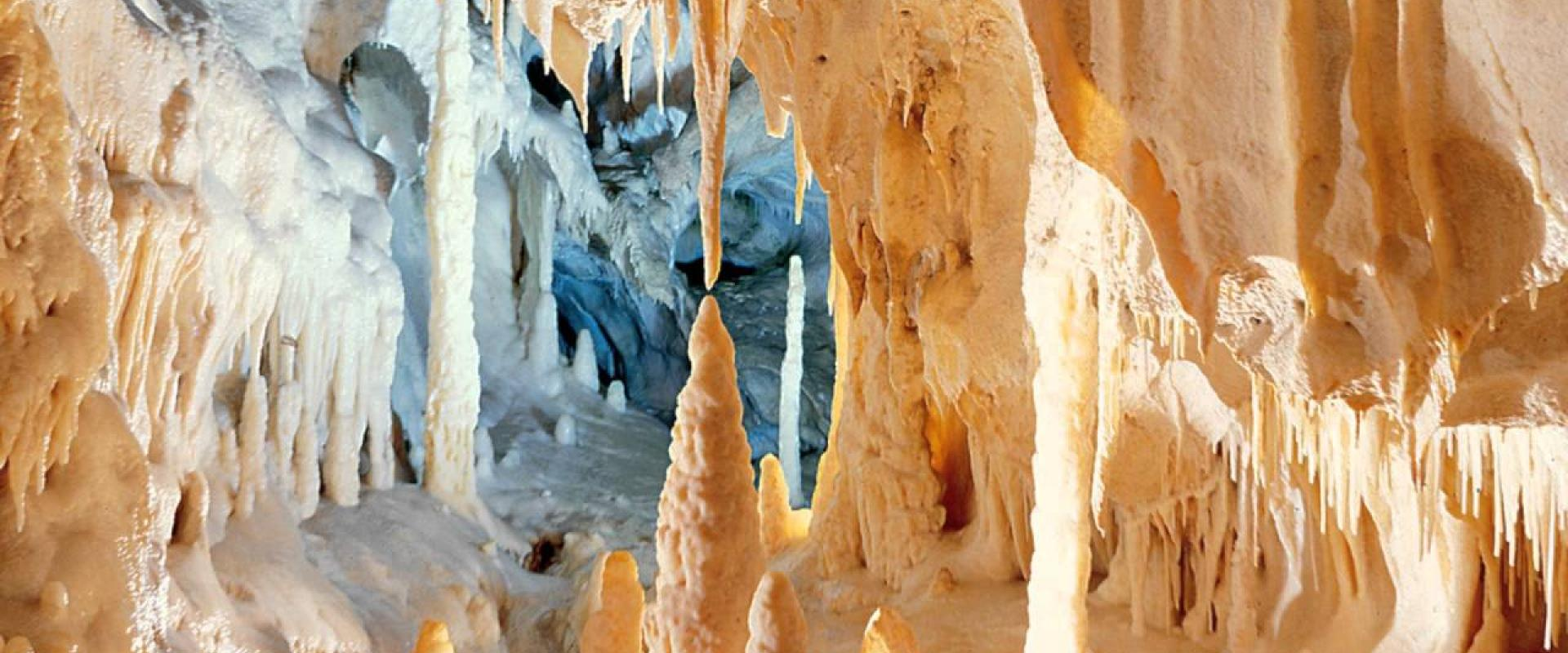 Guided tour inside Frasassi Caves