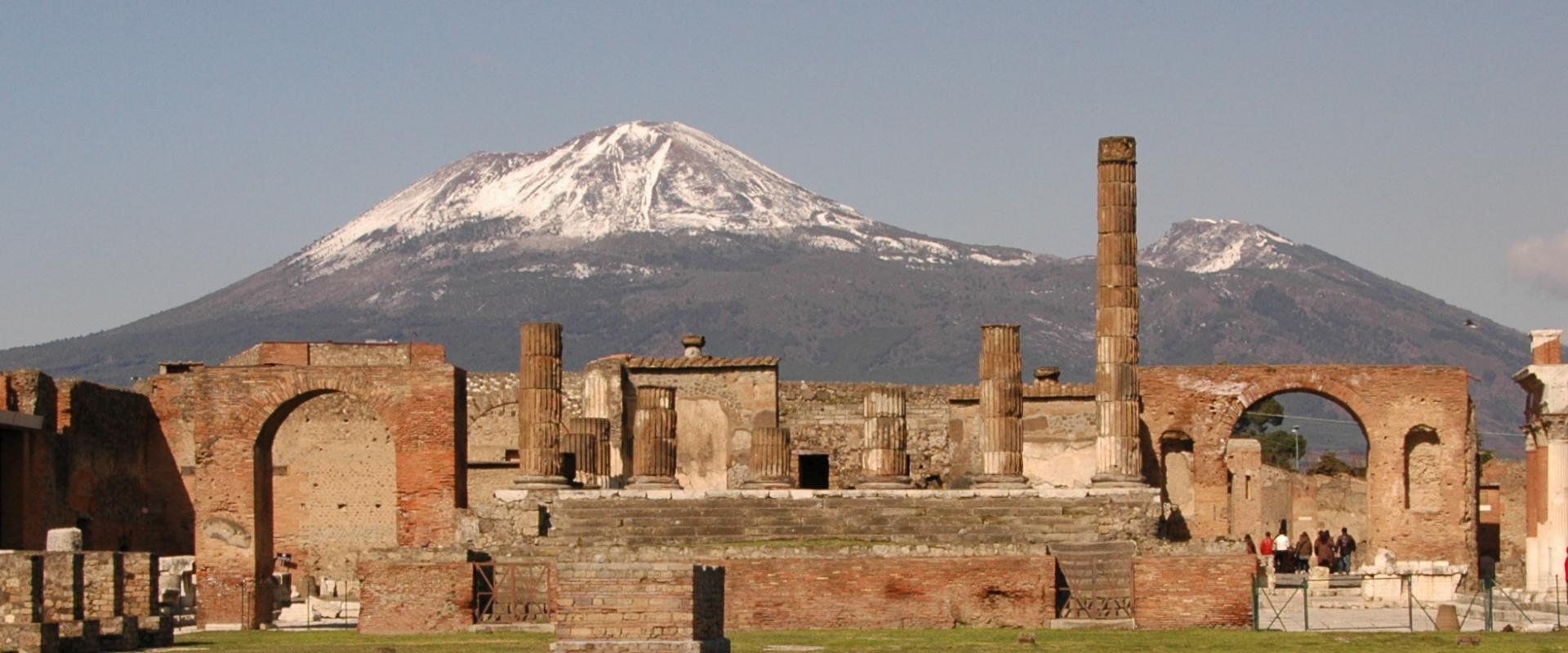 Visit of Pompei and excursion on Vesuvio