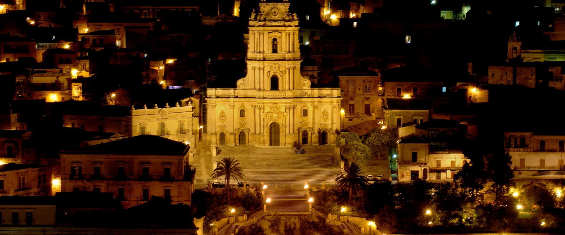 tour Modica by night
