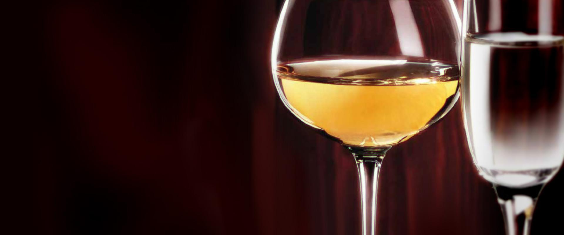tasting of vin santo in tuscany